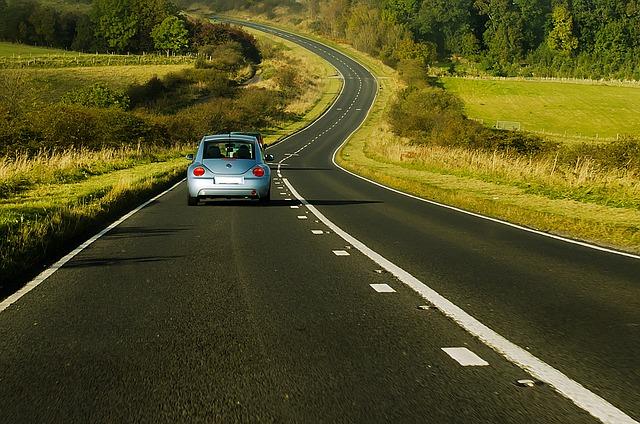 auto na silnici.jpg