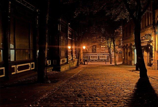 pouliční osvětlení ve městě